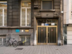 Gunstig gelegen afgesloten overdekte binnenstaanplaats op de gelijkvloers verdieping. In een prachtig statig gebouw op de Belgiëlei. Goede invest