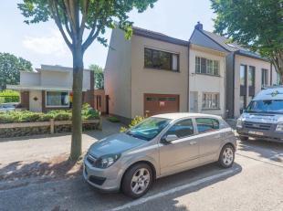 TE HUUR te Brasschaat, Miksebeekstraat 49, een HOB met inpandige garage in een rustige straat. GELIJKVLOERS: In de inpandige garage is er een trap naa