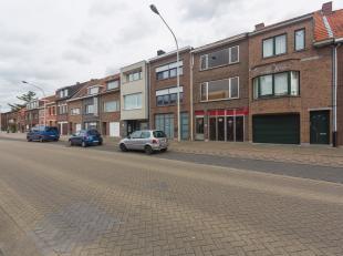 Een ruime rijwoning type 'Bel-étage' gelegen vlakbij het centrum van Ekeren-Antwerpen, in een nog af te werken staat. Kosten afwerking geraamd