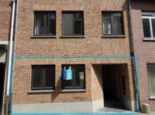 In het centrum van Diest vind je dit gezellig gelijkvloers appartementje terug onder de kerktoren van Diest.<br /> <br /> Het appartementje beschikt o