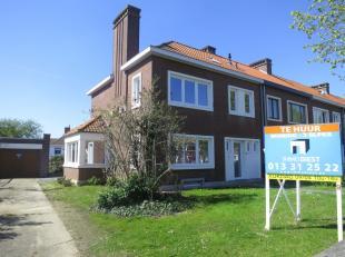 Prachtig volledig gerenoveerde woning aan de rand van de stad. De woning heeft een mooie tuin, garage, 3 slaapkamers, volledig onderkelderd en grote z