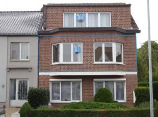 Ruim appartement met drie slaapkamers net buiten de stad Diest. Zeer ruime living, volledig geïnstalleerde keuken, badkamer en kelder. Er is teve