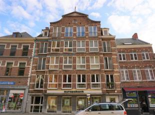 Ruim appartement in karaktervol pand op de markt in Diest.<br /> <br /> Dit ruim appartement heeft 2 slaapkamers, badkamer, keuken,woonkamer, apart to
