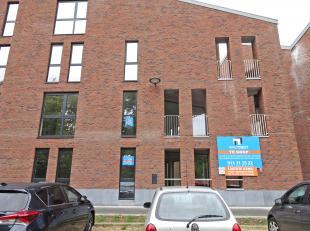 Zonnig appartement met 2 slaapkamers op de eerste verdieping.<br /> Groot terras van 11 m² met zicht op het groen.<br /> <br /> Het appartement i