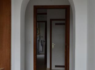 Bel appartement situé au rez-de-chaussée, dans le centre d'Auvelais, en retrait de la rue.<br /> Vous pourrez profiter à la fois