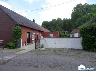 Te koop: een woning, open bebouwing in hoeve-stijl, met binnenkoer.Gelegen te Buidingen, op 7.40 are. Straat breedte 26 meter Omvat: Gelijkvloers:- zi