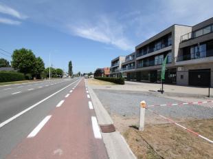 Op de N9 tussen Gent en Eeklo te Waarschoot ligt deze super gelegen handel, kantoor of praktijkruimte. Deze ruimte is 106m2 groot en wordt casco opgel