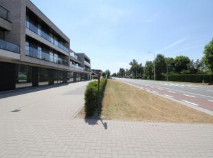 Op de N9 tussen Gent en Eeklo te Waarschoot ligt deze super gelegen handel, kantoor of praktijkruimte. Deze ruimte is 120m2 groot en wordt casco opgel