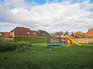 Op 7 min van centrum Brugge en de E40 ligt dit zuidgericht stuk bouwgrond (voor garages) van 380 m2.<br /> De bouwgrond ligt in de onmiddellijke nabij
