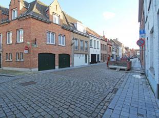 Bent je op zoek naar een woning met een ruime hobbykamer, opslagplaats, garage en/of handelsruimte in centrum Brugge, dan is dit pand iets voor jou!<b