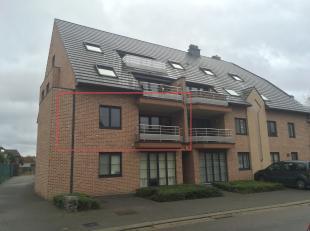 Het appartement is gelegen op de Muggenstraat te Munsterbilzen, 1ste verdiep.<br /> <br /> Het appartement omvat een inkom, woonkamer, keuken met beri
