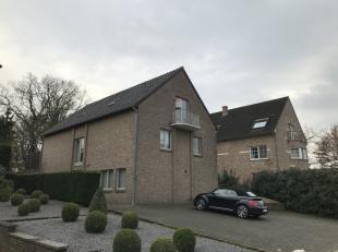 Het appartement is residentieel gelegen op wandelafstand van het centrum van Zutendaal<br /> Het dakappartement beschikt over een ruime woonkamer, nie