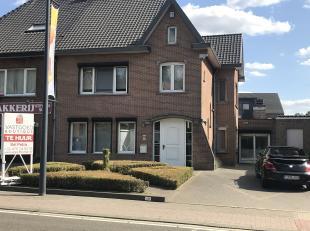 Deze woning is gelegen op de 15 Augustusstraat te Zutendaal centrum, vlakbij het centrum.<br /> <br /> <br /> De woning beschikt over een  inkom, ruim