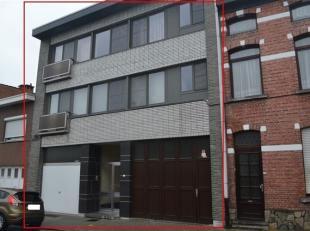 Gerenoveerde opbrengsteigendom met 2 appartementen (133 m2) met 3 slaapkamers en groot terras (18 m2) op de 1e en 2e verdieping.<br /> Op het gelijkvl
