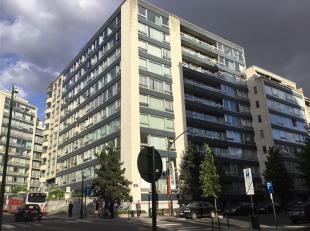 Prachtig appartement op de 7de verdieping, in het hart van de Europese Wijk. Ruime inkomhal met ingebouwde kasten en apart toilet. Lichtrijke leefruim