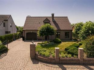 Zeer rustig gelegen en goed onderhouden ruime villa met verwarmd zwembad, in een landelijke omgeving op de grens Mechelen-Bonheiden.<br /> De woning i