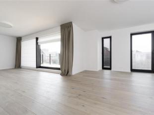 Zeer luxueus en ruim appartement ( bewoonbare opp. van 131 m2)  op de 1e verdieping met zonnig terras.  <br /> De inkom met toilet is centraal geposit