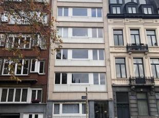 Volledig te renoveren studio (40m²) op de -0,5 verdieping van een gebouw gelegen op een toplocatie in de Europese wijk. Vlakbij de Europese inste