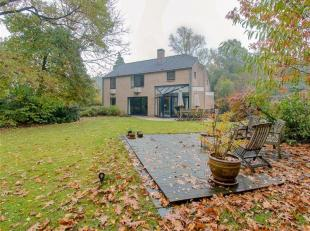 Uitzonderlijke instapklare villa met een bewoonbare oppervlakte van 298 m² gelegen in een rustige straat op een terrein van 1922 m².<br /> I