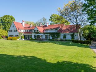 Dit uiterst exclusief en tijdloos landhuis met enorme charme is gelegen op een zeer interessante en rustige ligging in de groene Vlaamse Rand rond Bru
