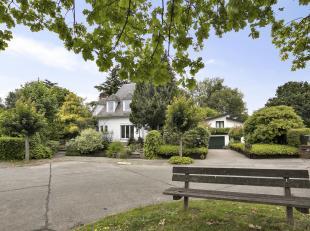 Deze mooie oudere villa is gelegen op een zeer goede locatie te Meise. Mits wat opfriswerk kan je hier een absolute parel van maken! Ze omvat een lich