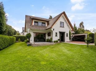 Deze zeer leuke villa, die gelegen is op een schitterende locatie te Meise, omgeven door groen, werd recent volledig gerenoveerd. De woning is dus ins