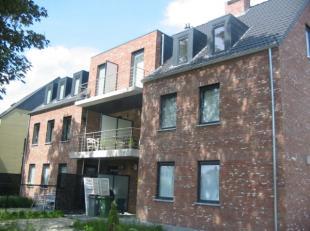 Rustig gelegen, recent appartement, nabij het centrum. Indeling: inkomhal, woonkamer met open keuken, slaapkamer, badkamer, berging, terras, autostaan