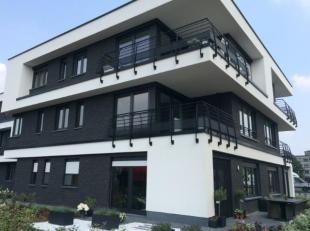 Recent instapklaar appartement in prachtig complex nabij het centrum van Mol. Indeling: inkomhal, woonkamer met open ingerichte keuken, 2 ruime slaapk