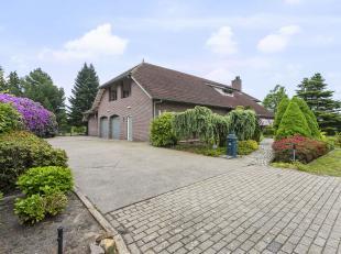 Karakteristieke, robuuste, stijlvolle villa met dubbele inpandige garage, zeer ruime living en keuken, tuinkamer,  5 slaapkamers/1 gelijkvloers, 3 bad