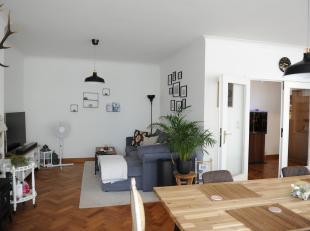 Zeer ruim appartement (135 m2) op het Leopoldplein vlakbij winkels, restaurants en openbaar vervoer.<br /> Indeling: inkomhal, ruime leefruimte met ap