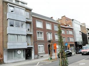 Zeer aangenaam appartement op de Luikersteenweg, vlakbij de groene boulevard en het stadscentrum. Winkels zoals Delhaize, de Century, de markt en het