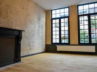 Laten we meteen met de deur in huis vallen ;-) Een duplex met 3 slaapkamers met tuin midden in historisch Antwerpen. Overtuigd?<br /> De leefruimte b