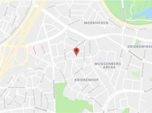 Dit VOLLEDIG GERENOVEERD TWEE SLAAPKAMER APPARTEMENT bevindt zich in de GEGEERDE BUURT MUGGENBERG IN DEURNE-ZUID, nabij Parken, openbaar vervoer, wink