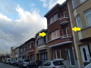Dit VOLLEDIG GERENOVEERD TWEE SLAAPKAMER APPARTEMENT MET KLEIN TERRAS op de eerste verdieping, is gelegen in de Morckhovenbuurt en vlot bereikbaar met