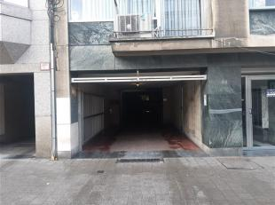 Pal in het centrum van Antwerpen op wandelafstand van het Centraal Station en waar parkeerdruk in stijgende lijn is vindt U deze OVERDEKTE BINNENSTAAN