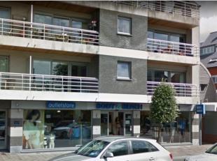 Handelspand te koop, met vernieuwde 9-jarige handelshuur. Jaarlijkse opbrengst = 31.500,-euro. Modern gebouw gelegen in drukke winkelstraat van De Haa