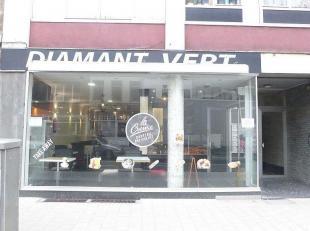 Commercieel gelegen handelspand (100 m²) met kelderruimte (15 m²) in de Kerkstraat 2 te 2060 Antwerpen.  Geschikt voor alle doeleinden.  Onm