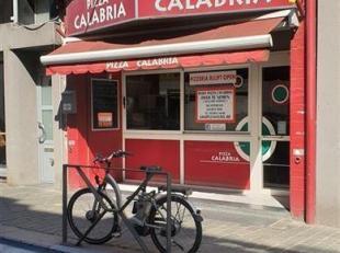 Overdracht in aandelen: Bvba Pizza Calabria.  Handelshuis met op de gelijkvloers een Pizzaria Gelijkvloers: Handels + grote keuken en toiletten.  Eers