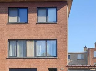 Te Deurne, Van Amstelstraat 209, treffen we deze mooie instapklare halfopen bebouwing met 3 slpks ( mogelijkheid tot een vierde kamer) een garage, een
