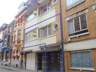 Deze duplex is uitstekend gelegen in het centrum van Tienen en zeer makkelijk bereikbaar via E40, trein of bus. Het treinstation is op korte wandelafs
