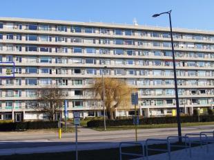 Zeer goed gelegen en ruim appartement. Het appartement is volledig instapklaar en gelegen in het centrum nabij supermarkt, school, E40 en station. Het