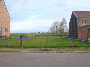 Deze bouwgrond voor halfopen bebouwing is gelegen in het pittoreske Meldert. Het perceel is ca. 15,11m breed en 74,79m diep resulterend in een perceel