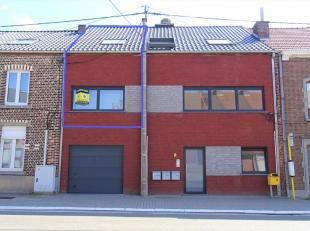 Deze duplex is gelegen in de voorstad van Tienen. Zeer makkelijk bereikbaar via E40, trein of bus met zeer dichte nabijheid van centrum Tienen. Het ap