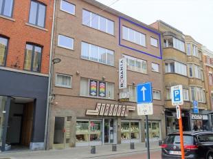 Mooi appartement gelegen in het centrum van stad Tienen. Dit appartement beschikt over: 1 slaapkamer, uitgeruste keuken, badkamer met grote douche en