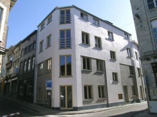 Zeer mooi en goed gelegen nieuwbouwappartement te Tienen centrum. Het gelijkvloersappartement heeft 2 slaapkamers, grote living met luxueuze ingebouwd