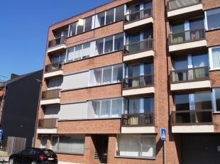 Mooi appartement op de vierde verdieping met lift bereikbaar. Het is gelegen in het centrum van Tienen en nabij de Grote Markt. Het appartement omvat: