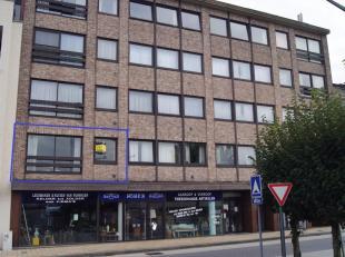 Gunstig gelegen appartement nabij het station, winkels, warenhuis, school en centrum. Dit ruim appartement is gelegen op de eerste verdieping en is be