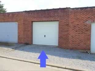 Ruime gemetste afsluitbare garage nabij het centrum en woonwijk. De garage met tuintje is gelegen op een perceel van 66ca en heeft binnen een afmeting