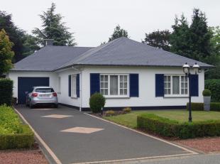 Zeer mooie en perfect onderhouden bungalow ligt op een perceel van 7a 96ca in het centrum van Bekkevoort. De woning heeft vlotte verbinding met autosn