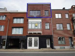 Ruim appartement gelegen op de tweede verdieping aan het station van Tienen. Het appartement is gelegen in de nabijheid van het centrum, winkels, scho